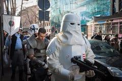 Leute der 501. Legion nehmen an der Star Wars-Parade in Mailand, Italien teil Stockbild