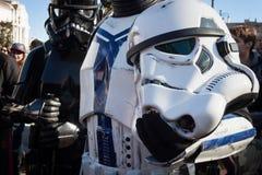 Leute der 501. Legion nehmen an der Star Wars-Parade in Mailand, Italien teil Lizenzfreie Stockfotos