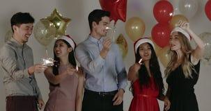Leute in der Partei des neuen Jahres stock video footage