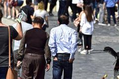 Leute in der Stadt lizenzfreies stockbild