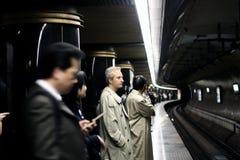 Leute in der Untergrundbahn stockbilder