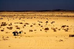 Leute in der Wüste von Tunesien Lizenzfreies Stockbild