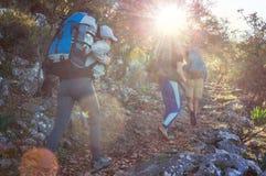 Leute in der Wanderung stockbild