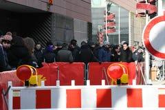 Leute, die Anwäter für Karten des Berlinale-Film-Festivals 2018 warten Stockfotografie