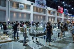 Leute, die in Architektenausstellung ` 17 gehen Stockbild