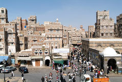 Leute, die auf den Hauptplatz von altem Sana gehen Stockfoto