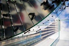 Leute, die auf die Treppe von Kristall-Apple Store in New York gehen Lizenzfreies Stockfoto