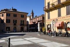 Leute, die auf einem Restaurant von Menaggio, Italien essen und trinken Stockfotos