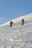 Leute, die auf Kasprowy Wierch in Zakopane im Winter klettern Stockbild