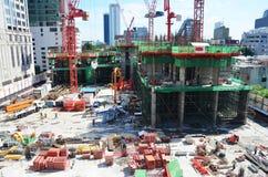 Leute, die an Baustelle in Bangkok Thailand arbeiten Lizenzfreie Stockfotos