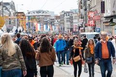 Leute, die bei Koninginnedag 2013 feiern Lizenzfreies Stockfoto