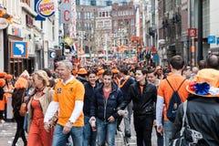Leute, die bei Koninginnedag 2013 feiern Stockbild