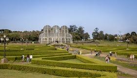 Leute, die das Gewächshaus botanischen Gartens Curitiba - Curitiba, Paraná, Brasilien besichtigen Lizenzfreies Stockbild