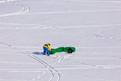 Leute, die das Kitesurfing tun Stockfotografie