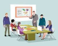 Leute, die an den Computern im Büro sprechen und arbeiten Personal um die Tabelle, die mit Laptoptablette arbeitet BüroKonferenzz Stockfoto