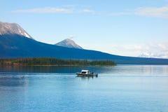 Leute, die in den Yukon-Territorien fischen Lizenzfreies Stockfoto