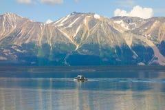 Leute, die in den Yukon-Territorien fischen Lizenzfreies Stockbild