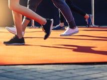 Leute, die der im Freien gesunden Lebensstil Tätigkeit laufen lassen Stockfoto