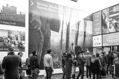 Leute, die an der Trüffel-Messe von alba anstehen Schwarzweiss-Foto Pekings, China Lizenzfreie Stockfotos