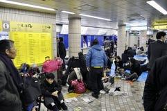 Leute, die in der Untergrundbahn schlafen Stockfoto
