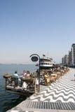 Leute, die an einem Café in Kordon von Izmir stillstehen Stockbild