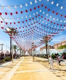 Leute, die einen guten Tag bei Feria de Sanlucar de Barrameda genießen stockfotos