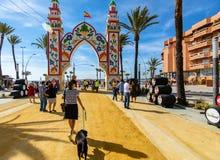 Leute, die einen guten Tag bei Feria de Sanlucar de Barrameda genießen stockbild