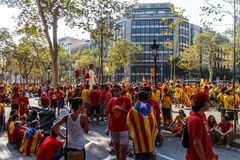 Leute, die für Unabhängigkeit in Barcelona verkünden Lizenzfreie Stockbilder