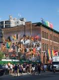 Leute, die für Welt Pride Event anstehen Lizenzfreie Stockfotografie