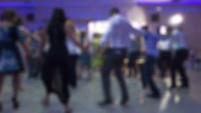 Leute, die gebürtigen Balkan-Tanz 01 tanzen stock video footage
