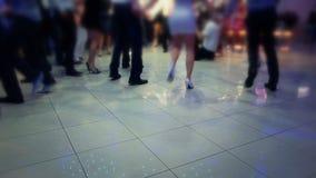 Leute, die gebürtigen Balkan-Tanz tanzen stock video