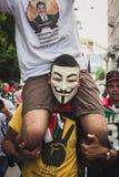 Leute, die gegen Gazastreifenbombardierung in Mailand, Italien protestieren Lizenzfreie Stockfotos