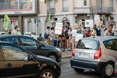 Leute, die gegen Luftverschmutzung protestieren Stockbilder