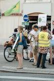 Leute, die gegen Luftverschmutzung protestieren Stockbild