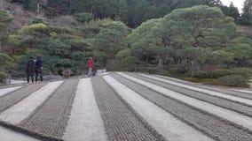 Leute, die am Park in Kyoto, Japan gehen stock video footage