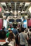 Leute, die Siam-Station in Bangkok umgeben Lizenzfreie Stockfotos