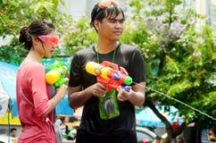 Leute, die Songkran feiern Lizenzfreies Stockfoto