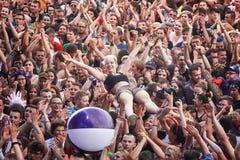 Leute, die Spaß an einem Konzert auf dem 23. Woodstock-Festival Polen haben Stockfotografie