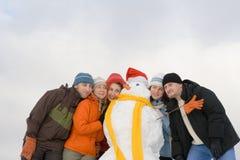 Leute, die Spaß am Winter haben stockbilder