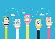 Leute, die Telefone in den Händen halten Anziehung Nachfolger und die Schaffung von Online-Community unter Verwendung der intelli Lizenzfreies Stockbild