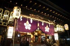 Leute, die Tenjin-Festival, Osaka Japan, am Montag, den 23. Juli genießen stockbilder