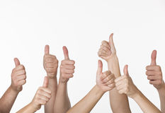 Leute, die Thumbs-up geben Stockfotografie