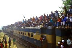 Leute, die zu globaler Versammlung Ijtema gehen Lizenzfreie Stockfotografie