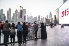 Leute Dubai im Stadtzentrum gelegenes 2015 Lizenzfreie Stockfotos