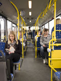 Leute in einem Bus Stockbilder