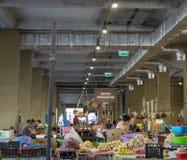 Leute in einem Markt in Bukarest lizenzfreie stockfotos