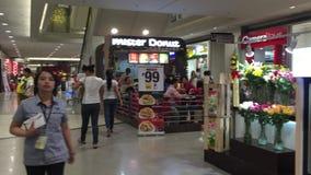 Leute am Einkaufszentrum in Taipeh, Taiwan stock video