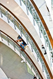 Leute entspannen sich und genießen das Einkaufen Stockbild