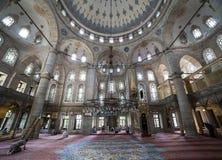 Leute führen die Ritualgebete des Islams in Eyup Sultan Mosque durch Stockfotos