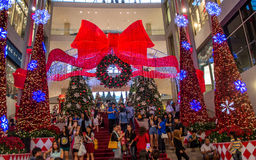 Leute feiern das Weihnachten Lizenzfreies Stockbild